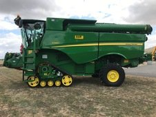 Moissonneuse batteuse John Deere S 680